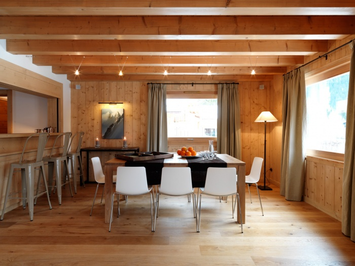 4 chalets_CH : Liarets 1 living room.jpg