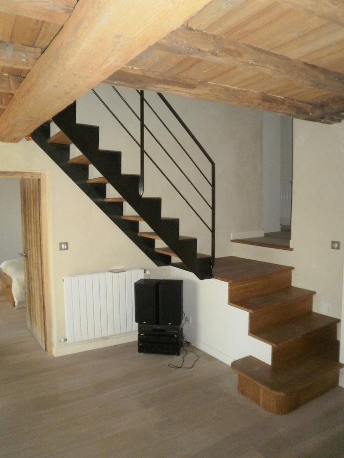 Réaménagement d'une ancienne ferme dans le Rhone : Escalier intermédiaire